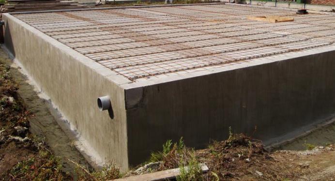 Funderingen opmetselen ruwbouwwerken onder de grond for Zelf zwembad bouwen betonblokken